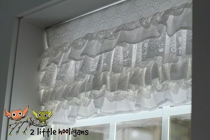 Tutorial: Layered lace window valance on my to-do-list for the bedroom