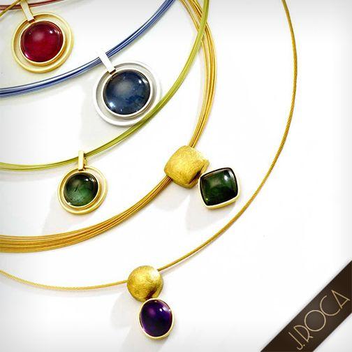 Líneas y formas geométricas trazadas sobre metales preciosos, conforman joyas con espíritu minimalista, en busca de la perfecta proporción de la elegancia.