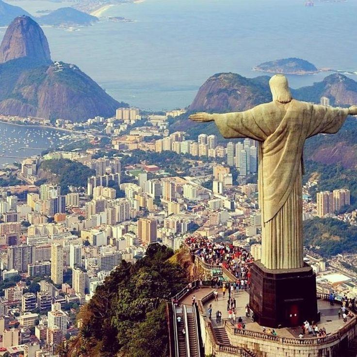 Tour no Cristo Redentor, com vista panorâmica da cidade maravilhosa, no Rio de Janeiro.