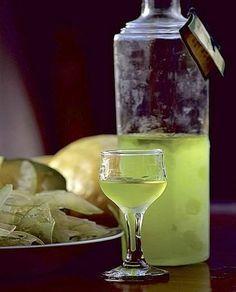 CEDRO. Rosolio mediterraneoINGREDIENTI PER 4 PERSONE  500 g di zucchero 3 cedri biologici 1/2 l di alcol