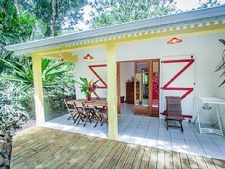 Deshaies, Bungalow de vacances avec 1 chambres pour 6 personnes. Réservez la location 605886 avec Abritel. Au jardin des colibris 10 000m2 de nature ...