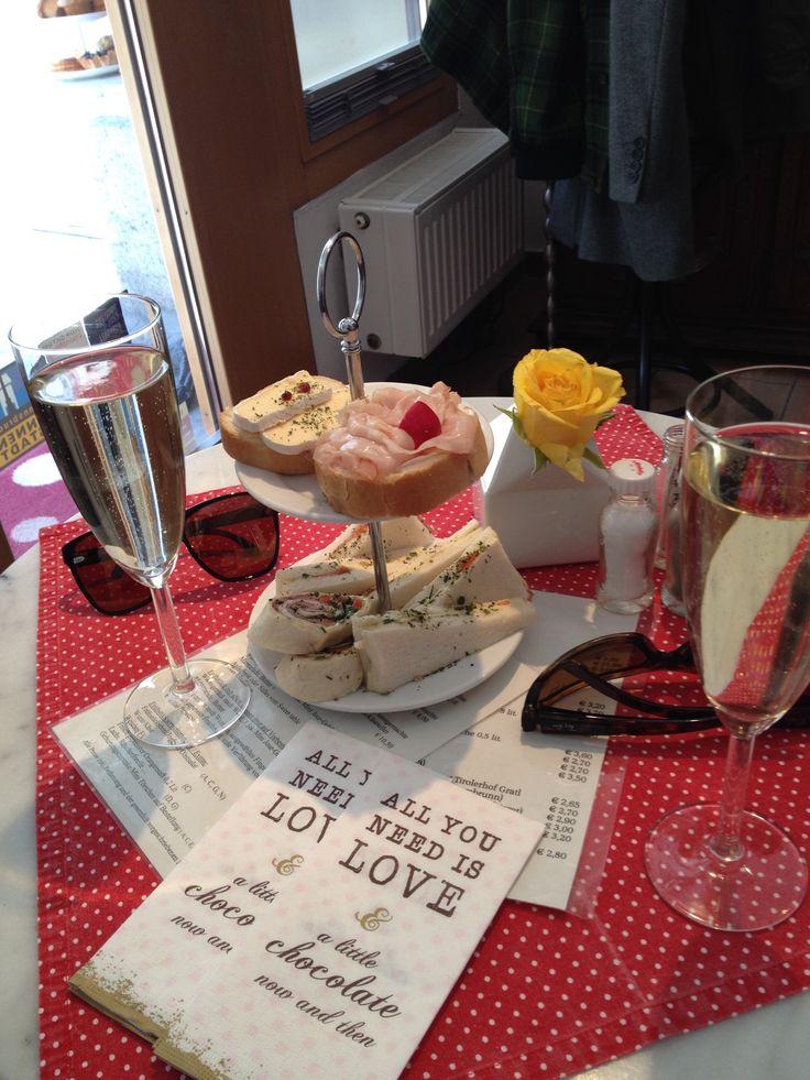KLEIN & FEIN // Kleine Auswahl an veganen Gerichten (Tomatensuppe, manchmal Tagesspeisen, Cupcakes) // Maria-Theresien Straße, Innsbruck // ★ http://www.klein-und-fein.com