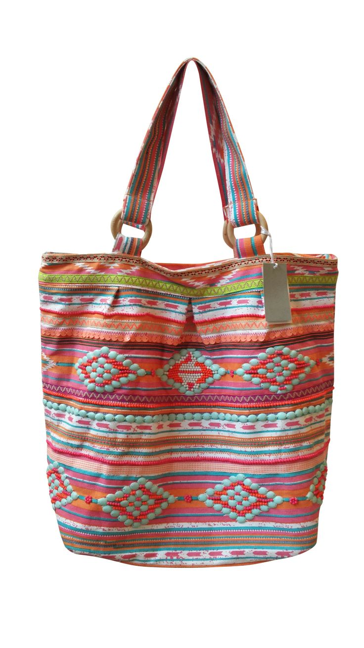 Ibiza - Kleurrijke (strand)tas, met borduur / applicaties, handgemaakt in India.  Tas is gevoerd, heeft 2 binnenvakjes en sluit met een rits.  100% katoen.  Hoogte 40 cm / breedte 42 cm / diepte 22 cm.