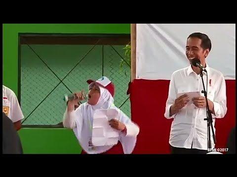 Lucu!! Pak Jokowi tak berhenti tertawa lihat tingkah gadis kecil ini baca puisi - YouTube