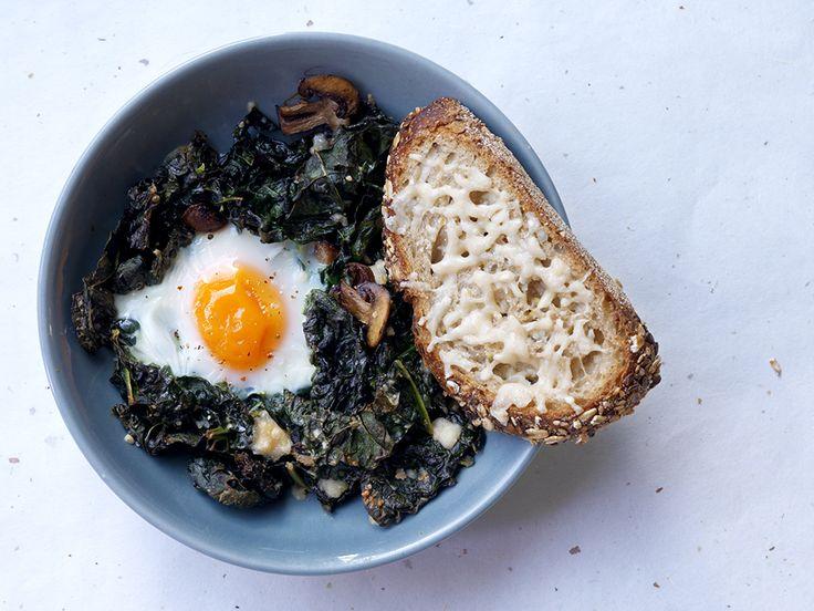 Palmkool met champignons een eitje en kaastoast, lunch of brunch http://www.ztrdg.nl/editie/recept/no-waste/