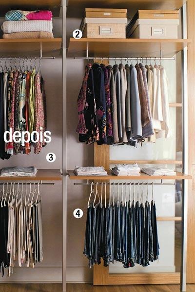 Um dia ainda compro uma arara para organizar as minhas roupas.