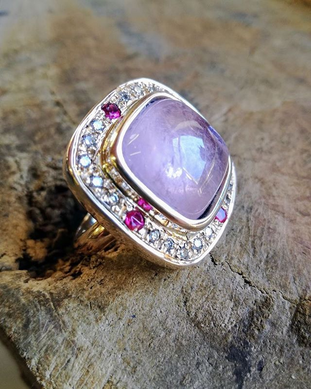 Fresh off our bench ... #yellowgold #dressring set with a stunning #cushionshape #rosequartz #cabochon #pink #spinels and round #brilliant cut #diamonds . #instajewelry #jewelry #jewelryaddict  www.ebonymoon.co.za