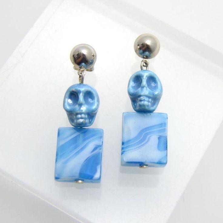 Pendientes de cerámica con forma de calavera en color azul