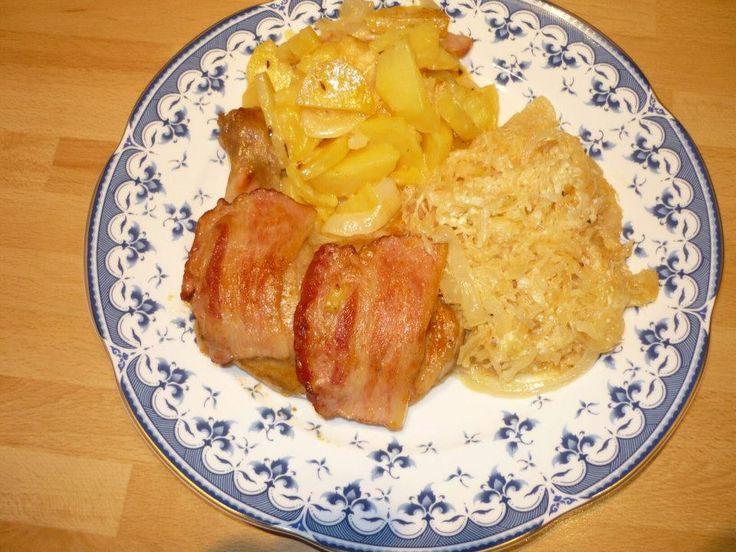 Kuracie stehná na kyslej kapuste a zemiakoch