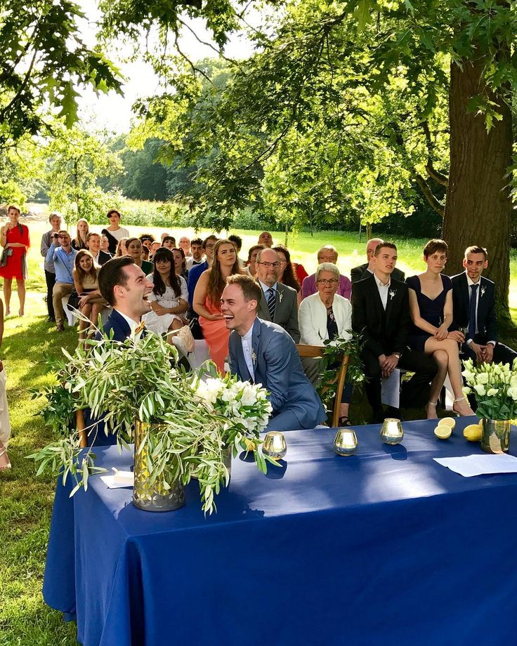 Last summer we planned a beautiful wedding in Belgium for our two amazing grooms. At long last now German's wedding bells are finally also ringing for same-sex marriage. I feel joy and pride to live in a country that understands that true love commitment and devotion is no matter of sex age money or religion.  #samesexmarriage #couplegoals #heirateninhamburg #gaywedding #hochzeitsplaner #hochzeitsplanerhamburg #hochzeitsplanerberlin #hochzeitsplanermallorca #gayweddingplanner