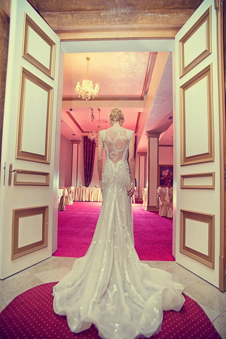 852 mejores imágenes de Interesting & Intricate Backs On Wedding ...