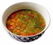 Острый сычуанский суп  Ингредиенты:  Свинина — 300 г Соевый соус — 40 г Чеснок — 2 зубчика Имбирь — 2 см Чили — 1 шт. Зелёный лук — 2 стебля Острая паста — 1–3 ст. л. Куриный бульон — 1 л Крахмал — 2 ч. л. Тофу — 300 г Свежая зелень (шпинат)