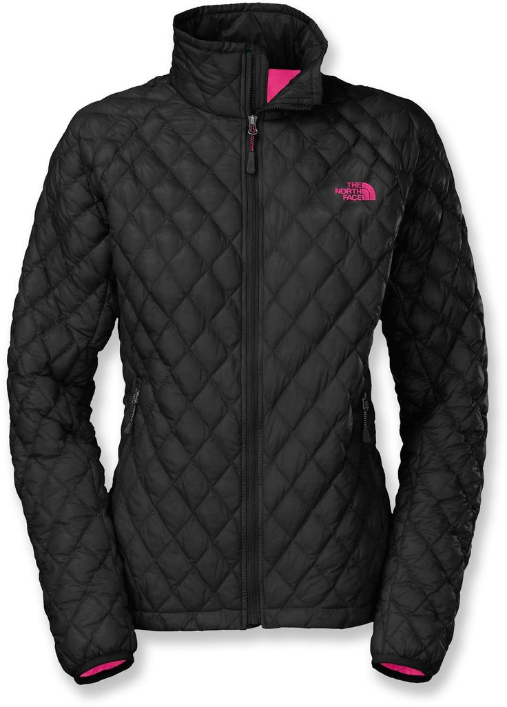 The North Face ThermoBall™ women's jacket puts revolutionary new ThermoBall™ synthetic insulation to work. Cozy and light, it mimics the best of down, yet still warms even when wet.