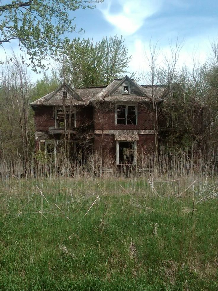 I have no idea why, but I am very drawn to big abandoned old houses.