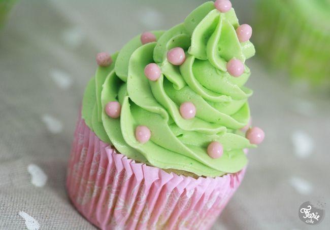 La crème au beurre à la meringue suisse... inratable (ou presque): Meringue Suiss, Cute Cupcakes, Cupcake Pistache, Creme Au, La Meringue, Cupcakes Pistach, Cupcakes Rosa-Choqu, Féeri Cakes, Cakes Recette