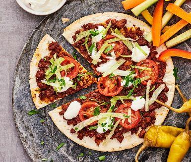 Tunnbrödspizza med sojafärs | Recept ICA.se