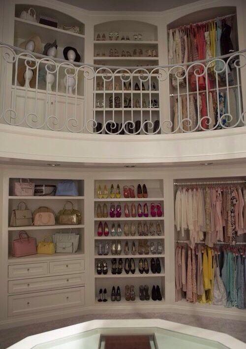 ✦⊱ɛʂɬཞɛƖƖą⊰✦ Scream Queens- Chanel's closet.