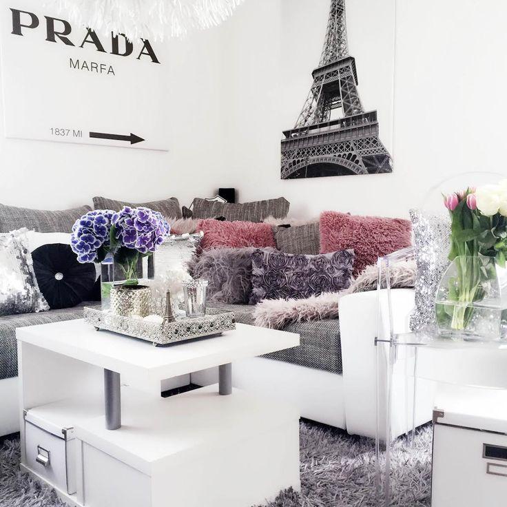 prada-marfa-eiffel-tower-picture