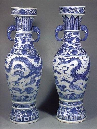 Китайские вазы династии Мин ценились прежде всего за то, что они полностью соответствовали критериям качественного фарфора: голубого оттенка, звонкий, тонкий и прозрачный материал. Совершенство формы и неповторимая красота рисунка делали эти произведения неповторимыми.