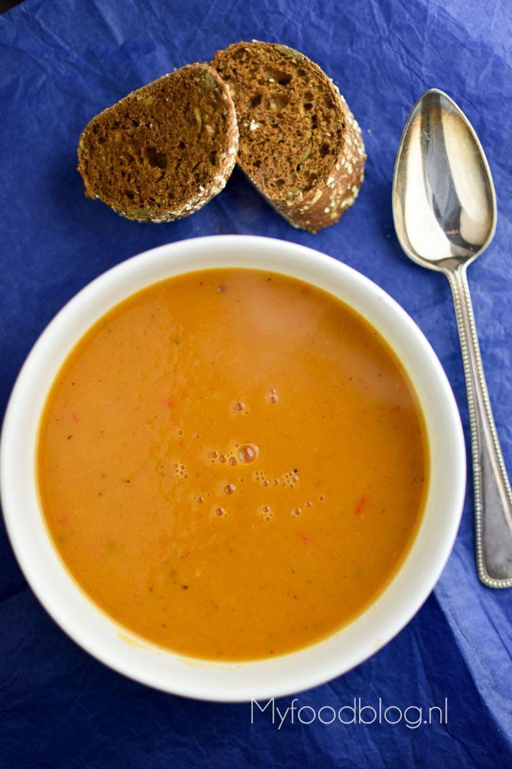 Op zoek naar een lekker soep recept? Probeer onze heerlijk kruidige zoete aardappel paprika soep. Lekker, gezond en makkelijk!