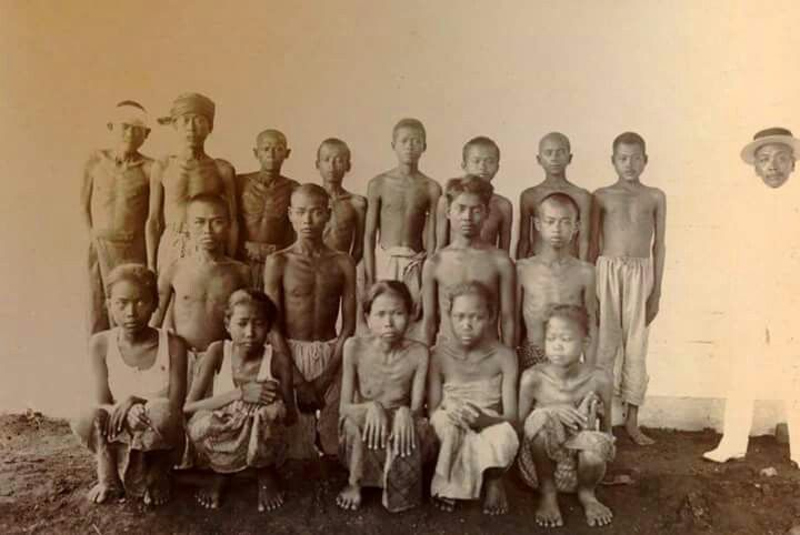 Potret pekerja perkebunan (kuli) di Jawa, 1915