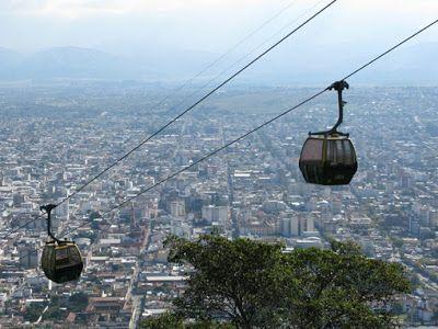 Salta è famosa per la tipica architettura in stile coloniale spagnolo ed è circondata da magnifici paesaggi.