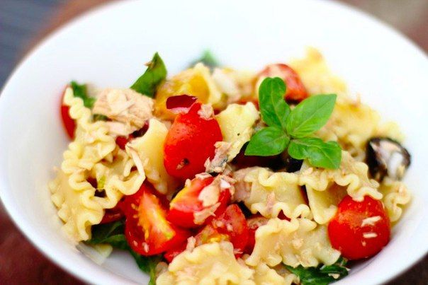 The cold macaroni salad with tuna in Italian