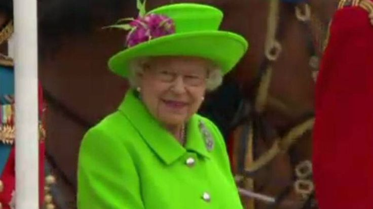 LONDON — At 90, Queen Elizabeth II is getting bolder. In grand celebrations to mark her milestone birthday, the Queen on Saturday sported a daring neon green outfit as she greeted the public,…