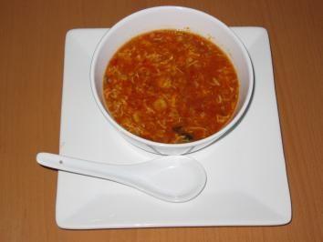 Das perfekte Peking Gulasch Suppe-Rezept mit Bild und einfacher Schritt-für-Schritt-Anleitung: Hühnersuppe erhitzen. Zwiebeln zufügen. Hähnchenbrust…