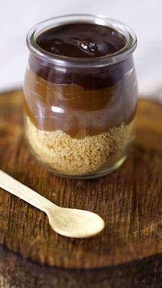 A incrível combinação do biscoito, caramelo e chocolate em um lindo e delicioso copinho!