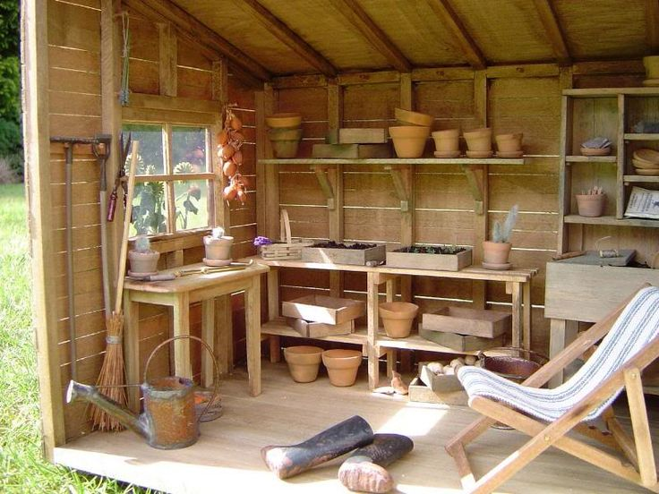 Potting shed a mini outdoor living gardening place for Mini potting shed