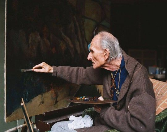 Balthus dans son atelier, photo tirée du documentaire « Balthus Through the Looking Glass » réalisé par Damian Pettigrew, 1996 ©
