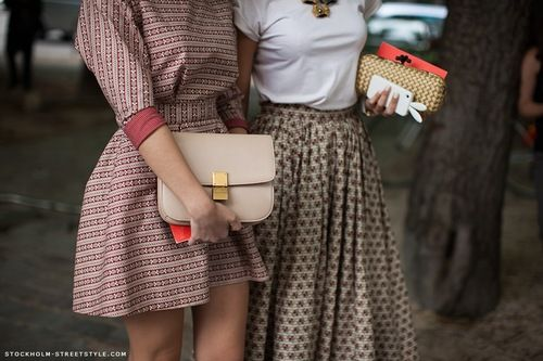 love old school lookStockholm Street Style, Fashion, Vintage, Street Style, Clutches, Design Handbags, Outfit, Long Skirts, Prints