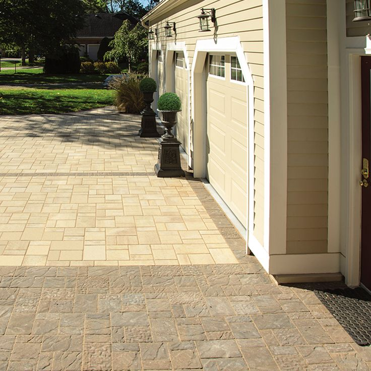 Driveway and walkway landscape. Project application combining Enviro Midori and Hydr'eau Pave pavers. Colors: Enviro Midori Milano and Hydr'eau Pave Golden Ash by Oaks Landscape Products.