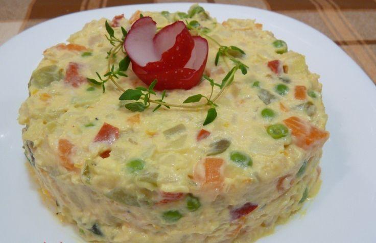 A franciasaláta elkészítése egyáltalán nem bonyolult, ráadásul egészséges és finom is! Hozzávalók 25 dkg vegyes zöldség, 10 dkg zöldborsó, 10 dkg alma, 20 dkg burgonya, 10 dkg ecetes uborka, só. Elkészítés A zöldségeket megmossuk, megtisztítjuk, leöblítjük és 1x1 cm-es kockára vágjuk (készíthetjük fagyasztott zöldségből is). Gyengén sózott fövő vízben kezdve[...]