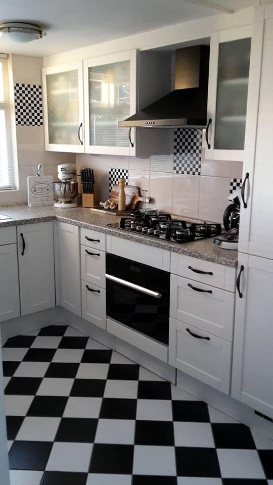 Hierbij wil ik de metamorfose laten zien van onze keuken met de verf van Annie Sloan in de kleur old white ! Wij zijn supertrots en tevreden! K.Kruiskamp We zijn een enthousiaste klant : https://www.shabbytreats.com/oude-meubels-opknappen