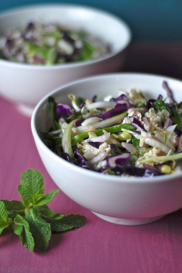 Asian Slaw, asiatischer bunter Krautsalat.