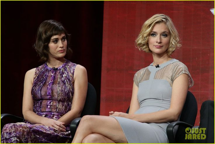 Lizzy Caplan and Caitlin Fitzgerald Virginia Johnson and Libby Masters of Showtime's new hit Masters of Sex
