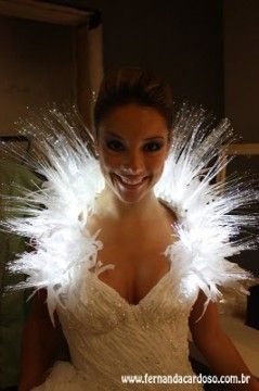 Red Baiduri: Wedding Dress fiber optic (LED) is highlighted at the fair