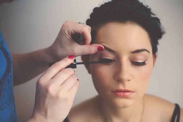 How to: false lashes.
