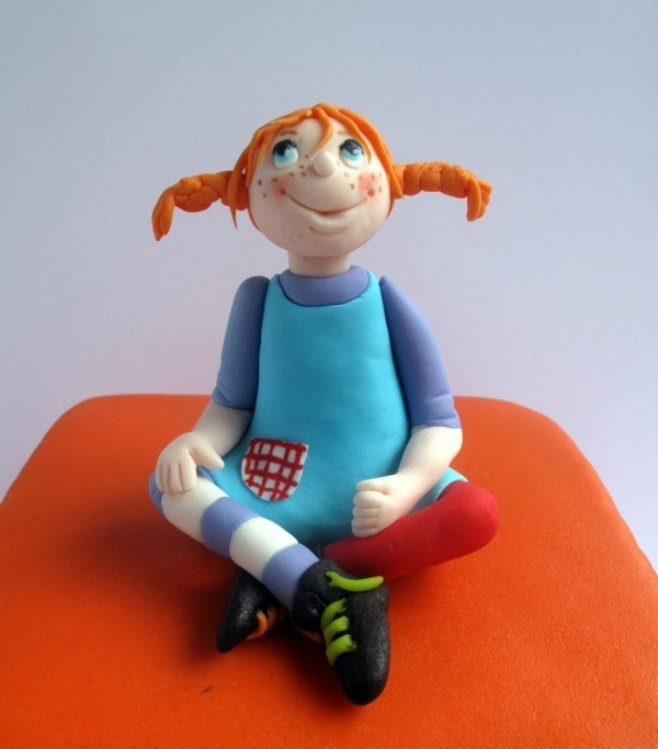 Pippi Longstocking on a cake! She was one of my favorite childhood characters. I loved her books.