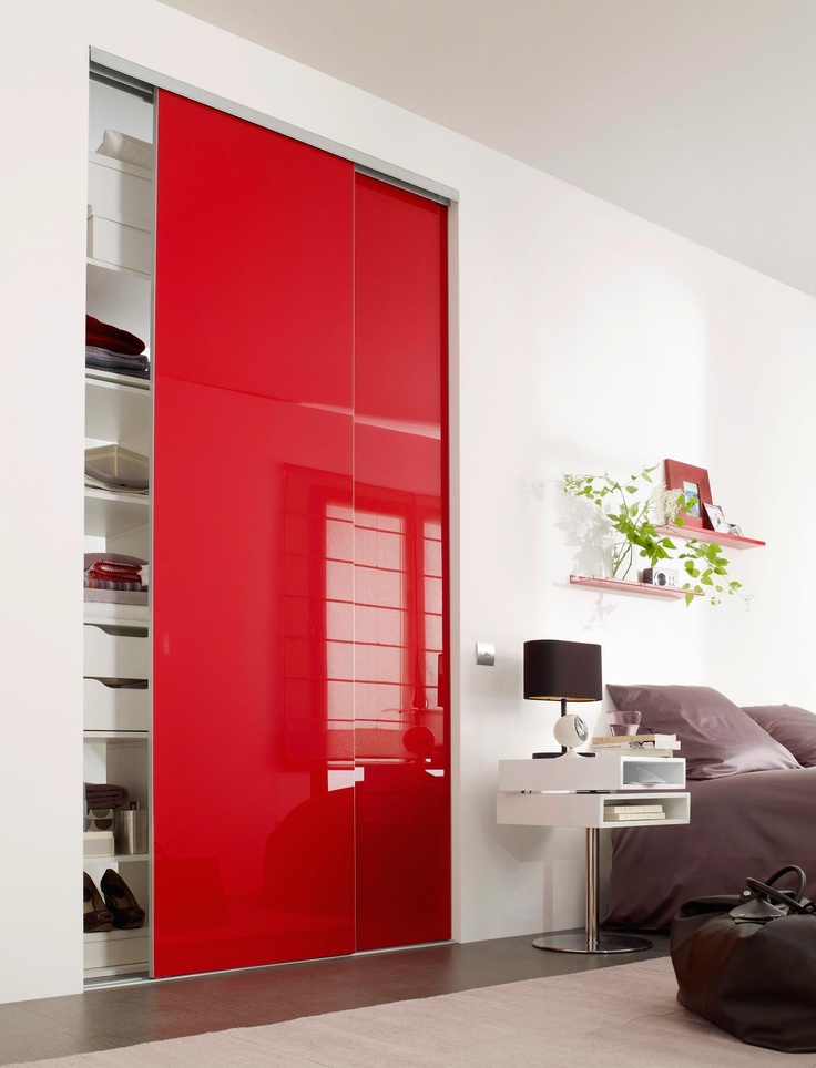 optez pour un placard partition coulissant sur mesure rouge en verre laqu rouge pour gayez. Black Bedroom Furniture Sets. Home Design Ideas