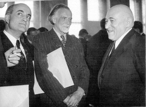 Kadosa Pál zeneszerző, Rákosi pajtás és Kodály Zoltán a Kossuth-díj átadása után a Parlamentben, 1951. Az érv szerint kooperáció nem szükségszerüen kollaboráció...