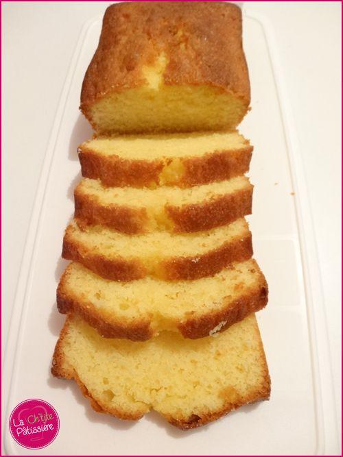Un petit classique aujourd'hui chez la Ch'tite Pâtissière : le quatre quarts ! Tout simple, rapide mais qui sera satisfaire tout le monde pendant le goûter