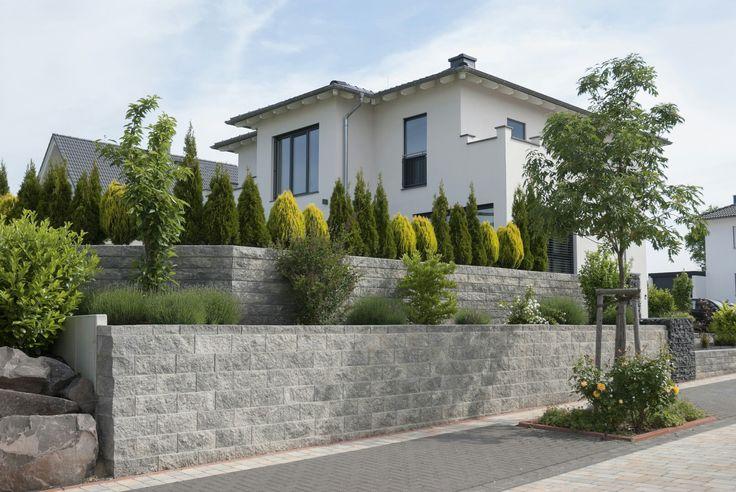 Stützmauersystem für höchste Ansprüche: Die Vertica Mauer von Rinn Beton- und Naturstein. #rinnbeton #gartengestaltung #design
