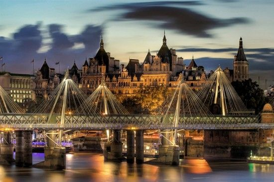 London, Golden Jubilee Bridge