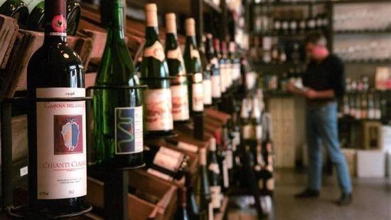 Der Weinhandel steckt in der einer schwierigen Phase. Die Händler müssen ihre Nische finden, meint Weinmarketing-Experte Alexander Schreck.