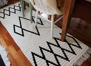 Virkattu_matto_tapestry_crochet_rug_kirjovirkkaus_small2