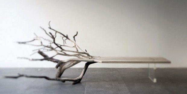 Créé par le designer français Benjamin Graindorge, Fallen Tree est un banc fait de chêne sculpté et d'un piètement en verre de borosilicate. Graindorge révéle l'ADN du bois, exprimant sa nature profonde et la fibre vivante qui le compose.    Pour aboutir à cette idée, il laisse les branches initiales de l'arbre à l'extrémité du banc, ayant pour fonction de servir de pied et d'apporter une touche graphique incroyable. Cette pièce sera exposée cette semaine à l'occasion du Design Miami.