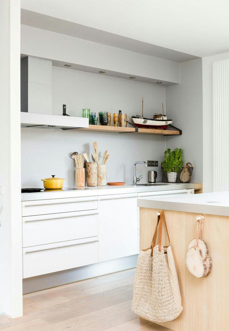 Achterwand Keuken Mdf : Achterwand keuken egale kleur, spotjes en mooie houten plank!